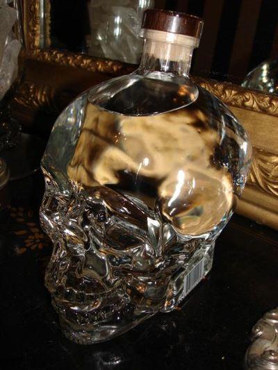 Lifesize skull vodka bott;w