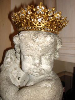 Crown_statue